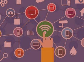 imagem com fundo vermelho. Notícia: Com problemas na internet, consumidor será indenizado. Na imagem, um sinal de wifi na cor verde simbolizando todas as conexões que podem ser feitas através da internet. Cores na foto: vermelho, azul, rosa, roxo, amarelo e verde.