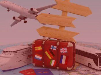 notícia: Shopping não poderá cobrar aluguel de agência de viagem. #pracegover: na foto, um avião, um navio, um onibus e uma mala em cima de um mapa, simboilzam viagens com vários destinos. Cores na foto: branco, marrom, vermelho, amarelo, verde, azul e preto.