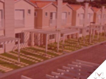 #pratodosverem: post: Comprei um imóvel que possuía taxas condominiais vencidas e não pagas. De quem é a responsabilidade pelo pagamento? Na imagem um condomínio de casas. Cores na imagem: laranja, verde, branco e azul.