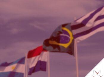 #pratodosverem: artigo: Acordo previdenciário do Mercosul. Na foto as bandeiras dos paises pertencentes ao Mercosul, Brasil, Uruguai, Argentina, Paraguai e Venezuela. Cores na imagem: branco,verde, azul, amarelo, vermelho e amarelo.