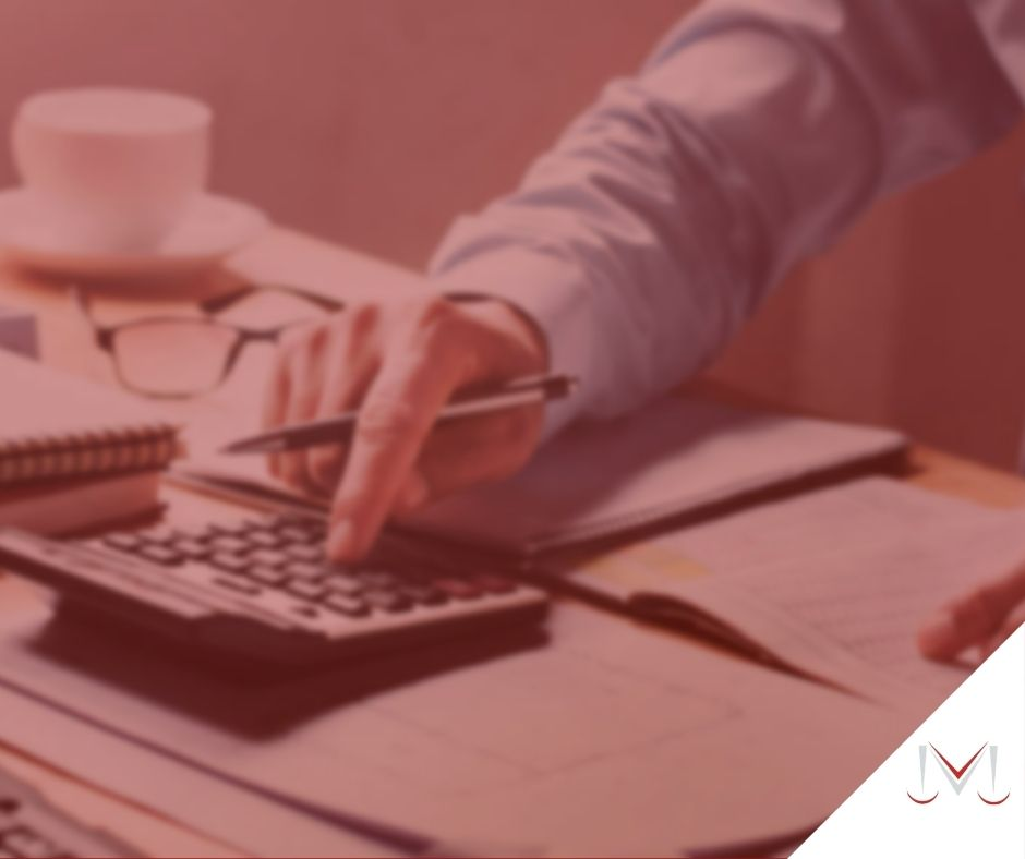 #pratodosverem: artigo: Como é realizado o pagamento da contribuição previdenciária? - Descrição da imagem: vermelho, cinza, preto, vermelho, amarelo e branco.