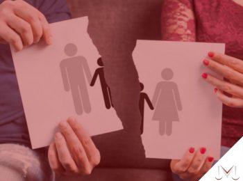#pratodsoverem: artigo: O crime de abandono material. Descrição da imagem: uma mulher e um homem segurando um folha na mão. Cores na foto: vermelho, azul, branco, cinza e preto.