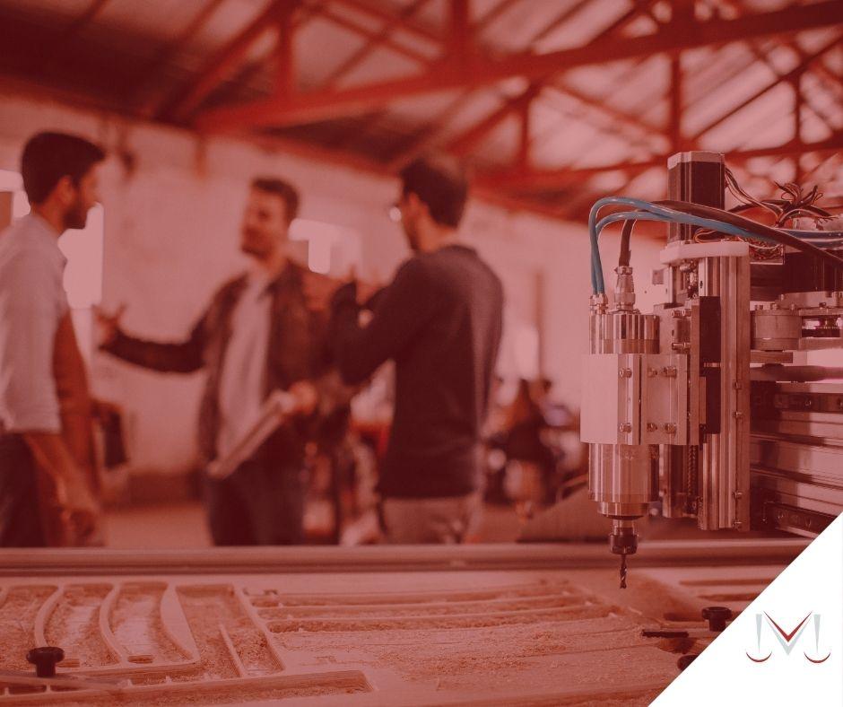 #pratodosverem: artigo: Direitos dos trabalhadores temporários. Descrição da imagem: uma fábrica com algumas pessoas conversando. Cores na foto: prata, azul, preto, vermelho e cinza.