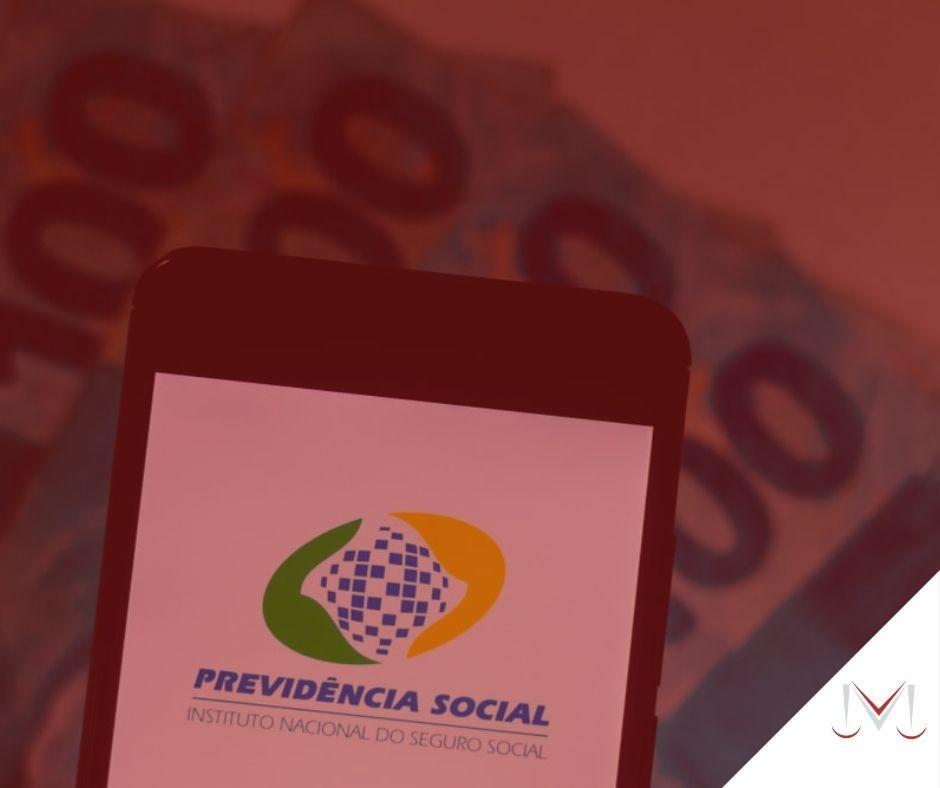 #pratodosverem: artigo: Quem é o contribuinte individual na Previdência Social? Descrição da imagem: um celular com o aplicativo da previdência social. Cores na foto: azul, amarelo, verde, cinza, vermelho e branco